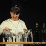 Esibizione al bottigliofono durante il Teatro di Strada a Costa di Mezzate 2012