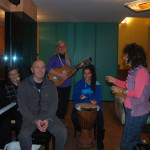 Piccola orchestra di strumenti tradizionali ed etnici nel laboratorio MAIdireMAI:pianoforte,gopichandi,chitarra,jambè