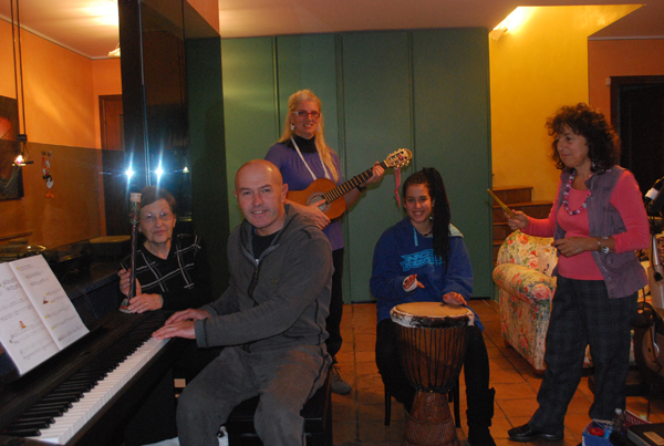 Piccola orchestra di strumenti tradizionali ed etnici